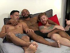 MenOver30 Bareback Switch Threesome